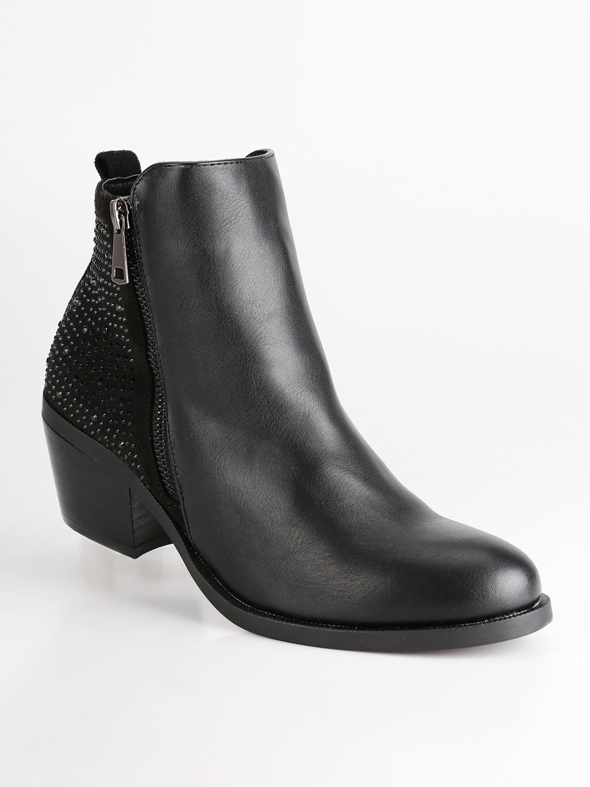 jeans, chelsea boots, top, shirt, shoes, clothes, jewels, t