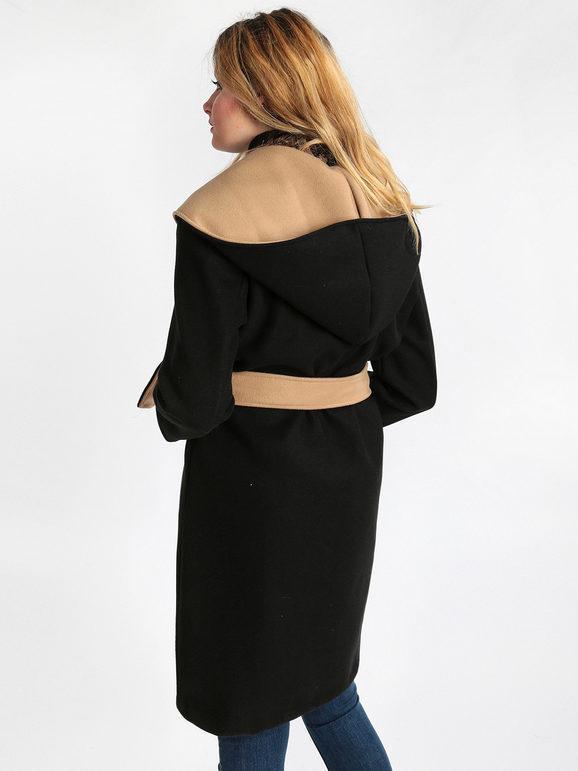 Cappotto con cappuccio e cintura
