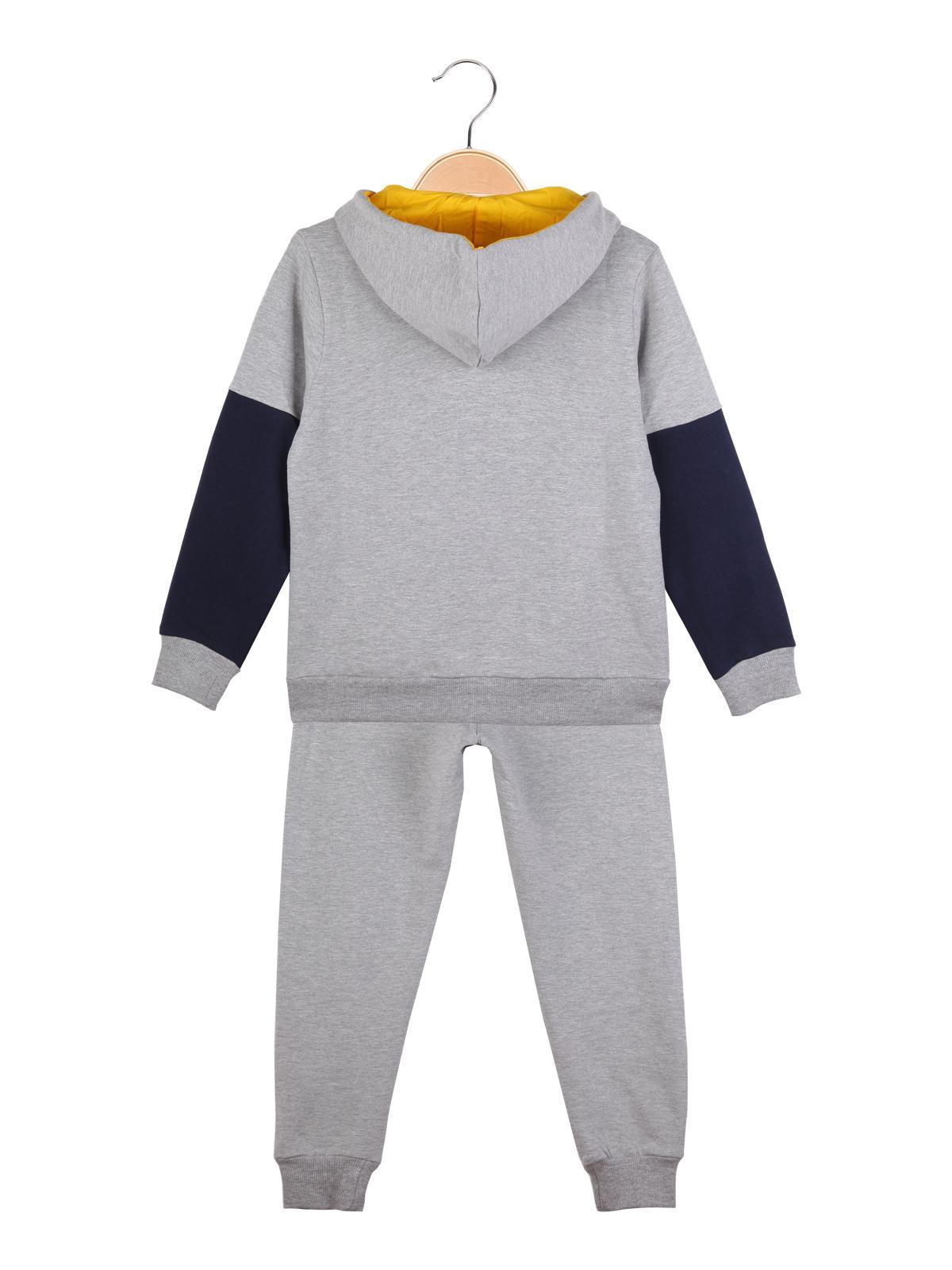wholesale dealer 36e50 5d84c Completo sportivo felpa con cappuccio + pantaloni guru ...
