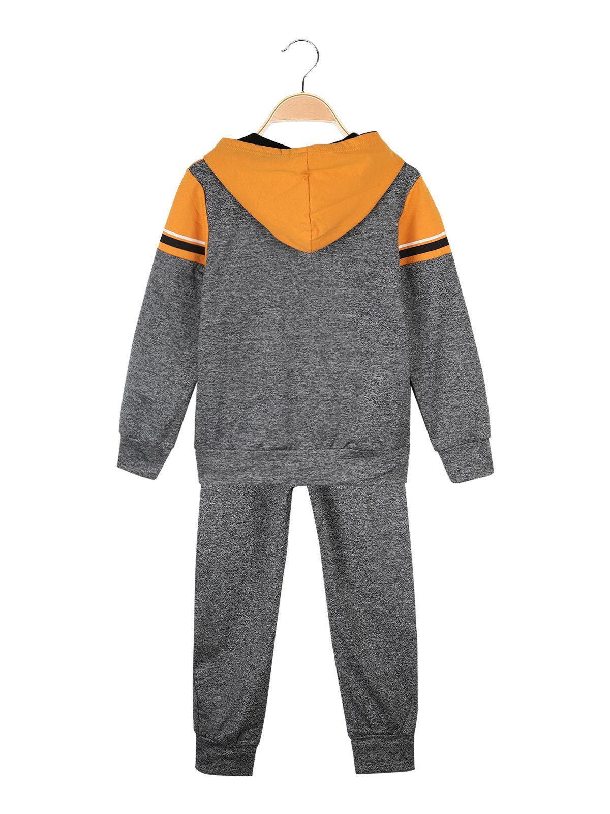 pretty nice e4e91 90a99 Felpa con cappuccio + maglia con scritte + pantaloni ...