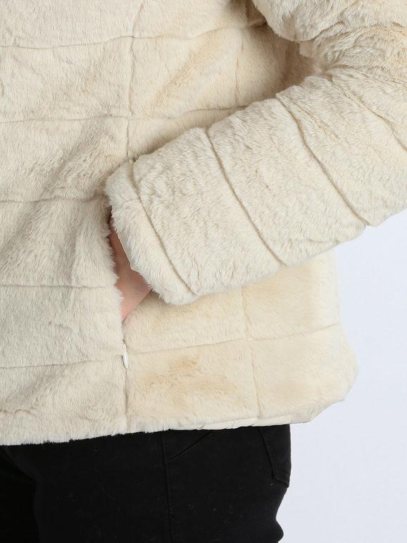 Ecopelliccia corta reversibile con cappuccio