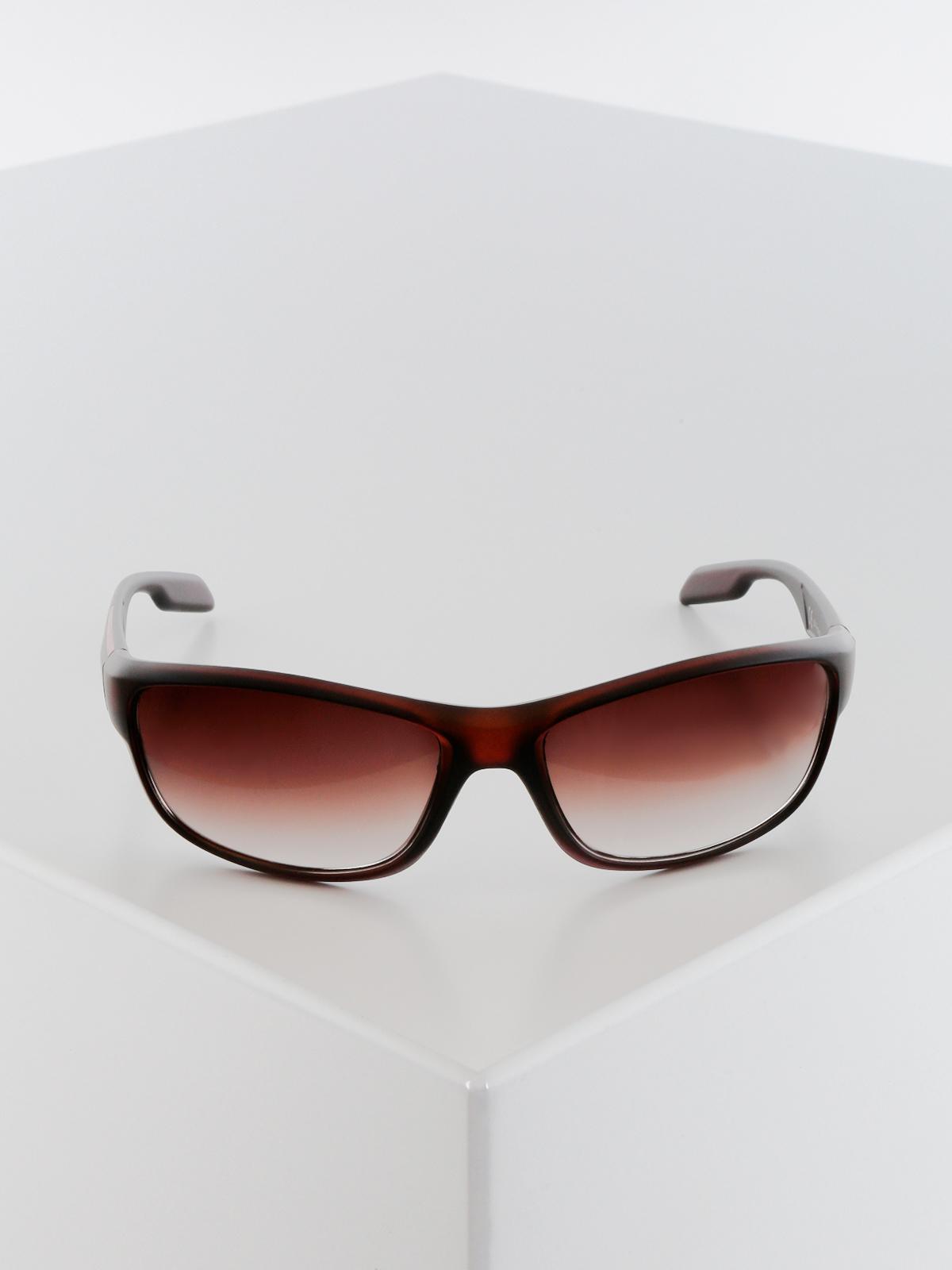 Occhiali da sole uomo con lenti ovali fashion | MecShopping
