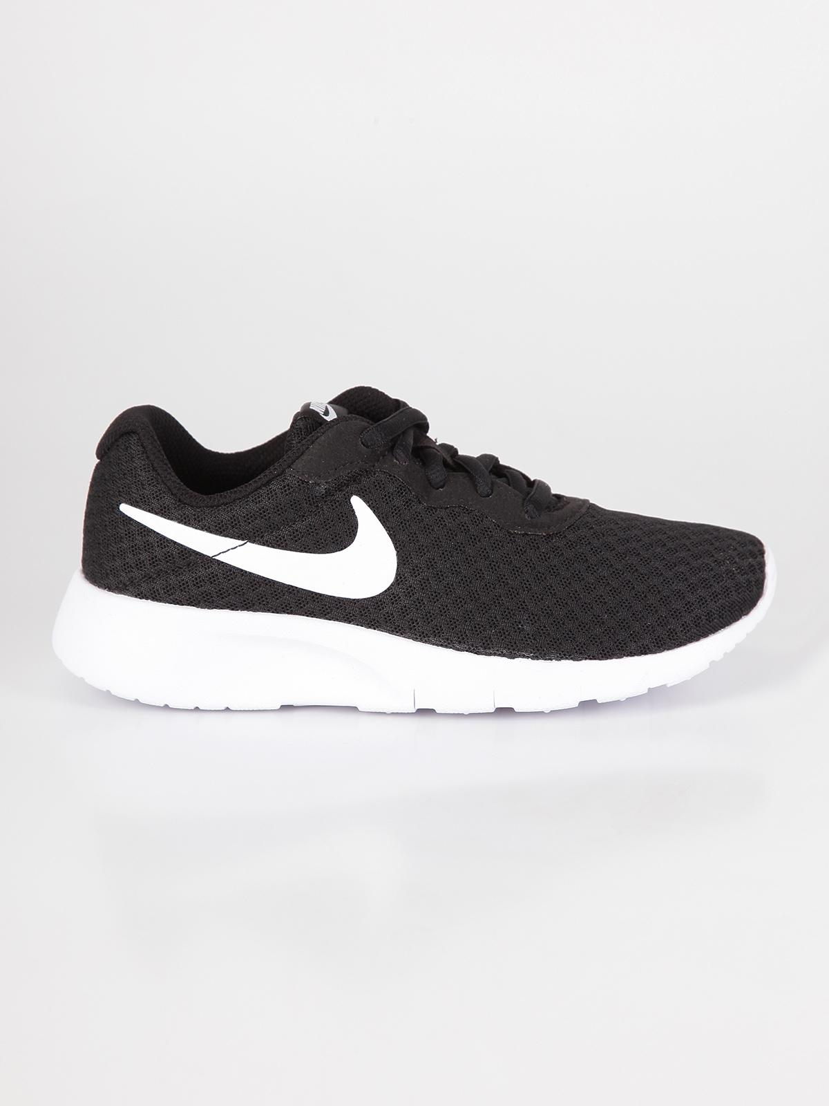 Nike Sports shoes and clothing for men, women and children