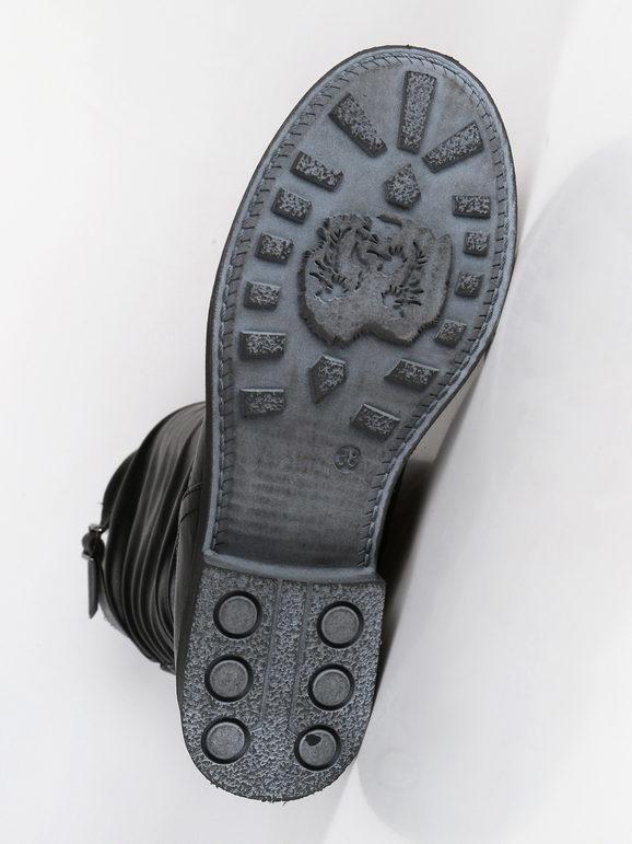 Stivali arricciati con tacco basso