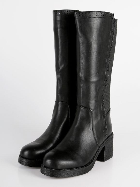 Stivali neri con tacco largo