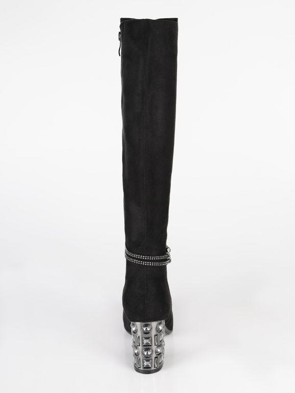 stivali aderenti sotto il ginocchio