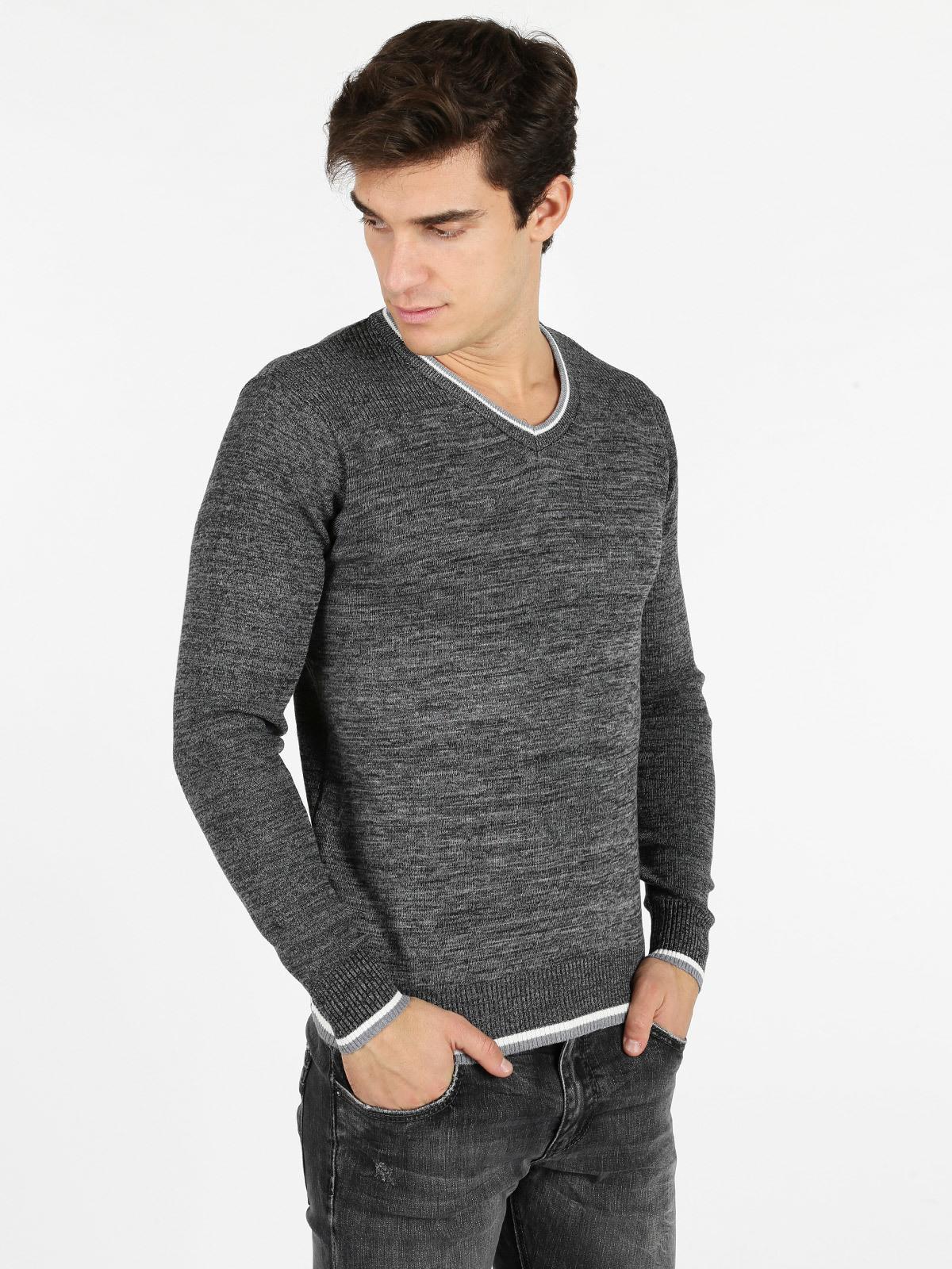 zapatos deportivos 86eae 34fe9 Suéter con cuello en v de mezcla de lana hombre | MecShopping