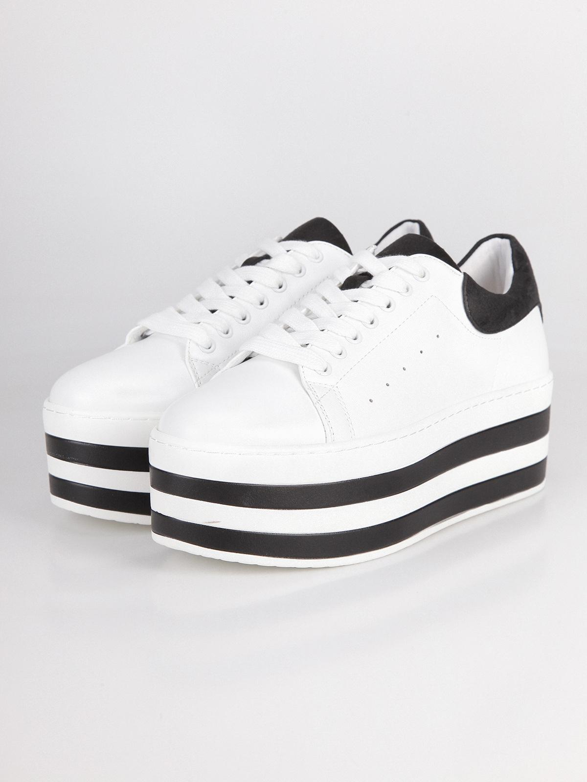 f2bd238a4b queen helena White sneakers with maxi platform | MecShopping